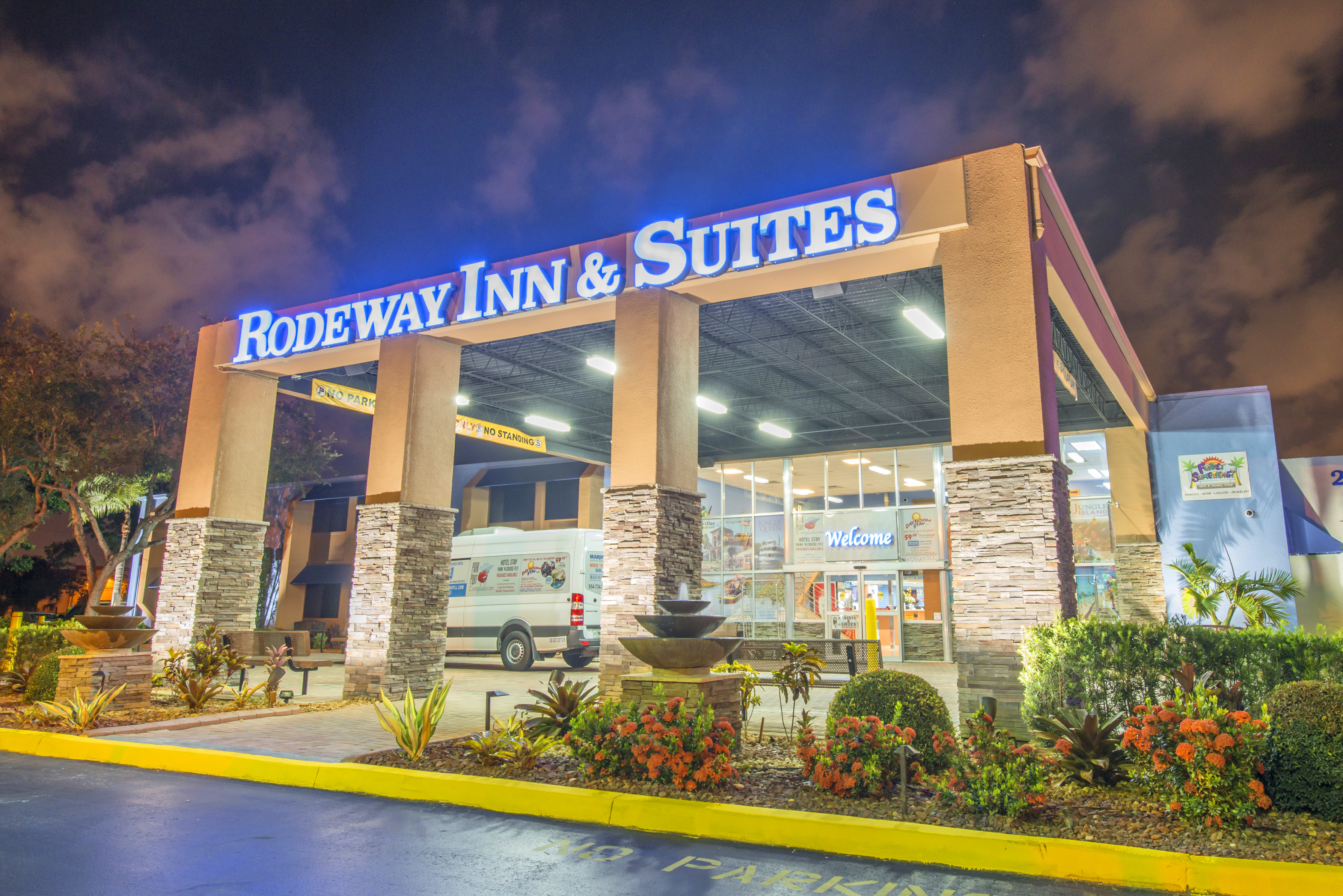 Rodeway Inn & Suites - Fort Lauderdale Airport & Port Everglades Cruise Port Hotel Ready for Arrival of MS Koningsdam